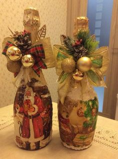 Photo Christmas Crafts For Kids, Diy Christmas Gifts, Winter Christmas, Christmas Decorations, Liquor Bottle Crafts, Wine Glass Candle Holder, Christmas Wine Bottles, Painted Wine Bottles, Altered Bottles