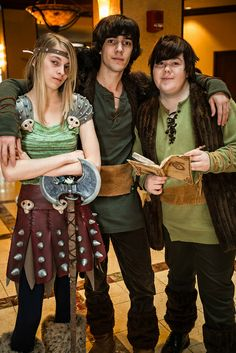 How to Train Your Dragon Cosplay Group-Halloween idea? Epic Cosplay, Amazing Cosplay, Cosplay Outfits, Cosplay Costumes, Batman Christian Bale, Batman Begins, Halloween Cosplay, Halloween Costumes, Group Halloween
