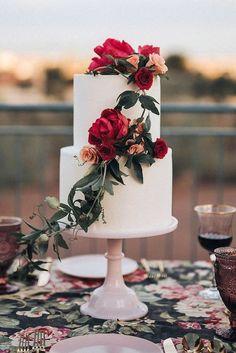 beautiful fall/winter wedding cake romantic wedding cake The Ultimate Boho Wedding Guide Floral Wedding Cakes, Themed Wedding Cakes, Wedding Cake Rustic, Wedding Cakes With Flowers, Wedding Cake Designs, Boho Wedding, Dream Wedding, Elegant Wedding, Spring Wedding