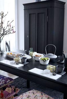 Minimalistisk borddækning med royal copenhagen og ditte fisher
