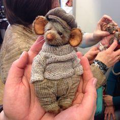 Charming Little Animals made out of wool Handmade Toys, Felt Crafts, Wool Felt, Needle Felted Animals, Felt Animals, Needle Felting, Corduroy Pants, Teddy Bears, Lã Merino