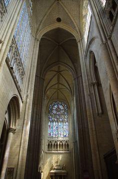 Transept-cathédrale-du-Mans-vu-depuis-le-bras-sud.jpg 938×1417 pixels