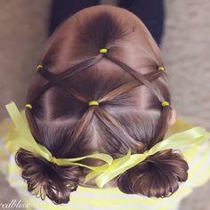 So cute  by: @brownhairedbliss تسريحة جميلة للبنوتات الدميلات تناسب الي شعرهم كثيف أكثر