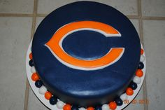 Bears Cake - grooms cake - maybe this one, Greg? Fancy Cakes, Cute Cakes, Chicago Bears Cake, Fondant Cakes, Cupcake Cakes, Bear Birthday, Football Birthday, Bithday Cake, Sport Cakes