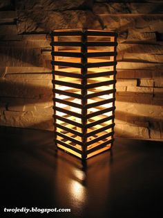 Lamp in Eco style Popsicle Stick Art, Popsicle Stick Crafts, Craft Stick Crafts, Craft Sticks, Easy Woodworking Projects, Diy Wood Projects, Wood Crafts, Diy Home Crafts, Easy Crafts