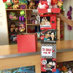 Caja de fotos para un Primer Aniversario ❤️ una linda opción para colocar también tu regalo adentro  #JoliandGift Diy Gift Box, Diy Gifts, Ideas Aniversario, Balloon Box, Diy And Crafts, Paper Crafts, Relationship Gifts, Ideas Para Fiestas, Valentines Diy