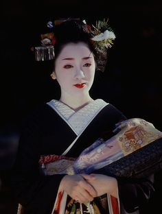 Another lovely photo of Kotoha (became geiko; now retired) of Gion Kobu