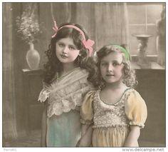 """ENFANTS - LITTLE GIRL - MAEDCHEN - Jolie carte fantaisie fillettes sous le gui de """"Bonne Année"""""""