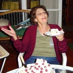 """Concepción Febrero 2004. """"Ofrezco  probar mi torta de cumpleaños, que es de merengue y hecha por mi""""."""