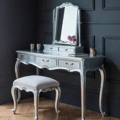 Luxe Silver Dressing Table This silver leaf Chic dressing table is made from Mindy Ash and features three practical drawers. A French styled, timeless classic to be enjoyed through the generations. Shabby Chic Dressing Table, Bedroom Dressing Table, Dressing Table With Stool, Dressing Table Mirror, Dressing Tables, Retro Dressing Table, Dressing Area, Silver Furniture, French Furniture