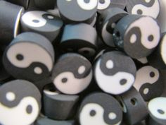 18 x PAINTED WOODEN FLOWER POLKA DOT ROUND SPACER BEADS 10MM ETHNIC RUSTIC WOOD