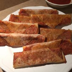 Skinny pizza rolls! Cause today is my Friday and I earned it. Egg roll wrapper low carb pasta sauce turkey pepperoni half a mozzarella stick Italian seasoning all wrapped up and sprinkled with parm. Baked for 14 minutes (flip after 10) at 425F. 2pp each. #weightwatchers #wholefoods #ww #lowcarb #eatclean #fitfood #macros #IIFYM #protein #realfood #wwfriends #iloveweightwatchers #wwpoints #cleaneats #recipecleanup #wwcanada #progressnotperfection #prepforsuccess #fitlife #weightlossjourney…