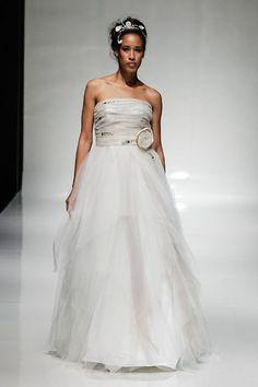 White Gallery London 2015 designer preview - Wedding dresses - Linea Raffaelli