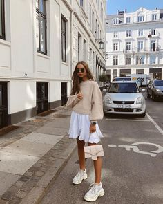 Maria Kragmann carries the Mini Crescent in Nude Girly Outfits, Trendy Outfits, Cute Outfits, Fashion Outfits, Womens Fashion, Fashion 2020, Look Fashion, Autumn Fashion, Look Casual