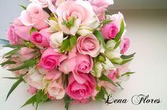 Buque de noiva com rosas e astromérias. Lena Flores Bariri