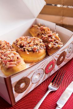 Southern Food Tour: Bacon-topped doughnuts at Mojo Donuts in Pembroke Pines, Florida. Mojo Donuts, Doughnuts, Southern Desserts, Southern Recipes, Southern Food, Southern Comfort, Southern Living, Pastry Board, Corned Beef Hash