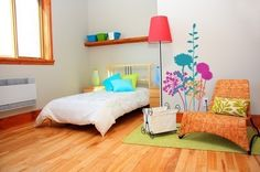 I love this floor for the kids rooms someday . :)