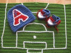 Couverture pour bébé PSG avec terrain de foot bonnet