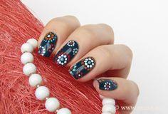 Dots 'n' Circles - Maris Nail Polish Blog
