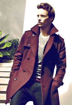 that coat, that look on his face (Eddie Redmayne for InStyle, December Eddie Redmayne, Sharp Dressed Man, Well Dressed Men, Fashion Moda, Mens Fashion, Fashion Fall, Style Fashion, Gentleman Style, Mode Style