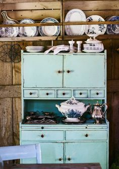 The hostess's cabinet belongs to a rustic romantic home We got home Cottage Design, House Design, Turquoise Cottage, Good Old Times, Romantic Homes, Scandinavian Home, Cool Ideas, Dollhouse Furniture, Furniture Makeover