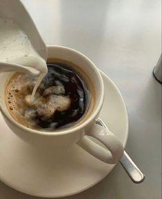Aesthetic Coffee, Brown Aesthetic, Aesthetic Food, Cozy Aesthetic, I Love Coffee, Coffee Break, Coffee Time, Coffee Coffee, Coffee Drinks