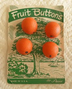 i try it with clay♥ButtonArtMuseum.com - 4 Vintage Realistic Orange Buttons