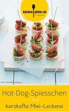 Unser Rezept ist schnell und einfach zuzubereiten. Unsere Hot-Dog-Spiesschen sind einfach lecker. Auf eurem Snackteller wird diese Leckerei sicherlich nicht lange liegen bleiben.