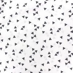 Retrouvez du Tissu Oeko-Tex coton Poppy Triangle - gris/blanc x 10cm Certifié Oeko-Tex standard 100 garanti sans substance nocive.