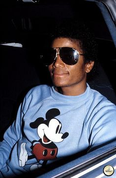 michael jackson and mickey mouse photos - Bing images Paris Jackson, Jackson Family, Janet Jackson, Oprah Winfrey, Familia Jackson, Rock And Roll, Michael Jackson Pics, King Of Music, The Jacksons