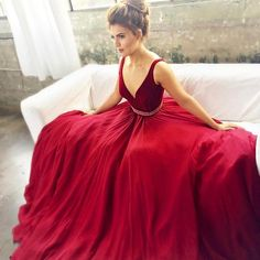 Sitting Pretty in #JOVANI Signature #valentinesday #reddress