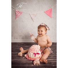 #cakesmash #prettyinpink #happybirthday #beautiful #babyphotography #studiophotography #nikond800