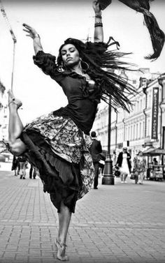 Trendy Ideas For Street Dancing Poses Shall We ダンス, Shall We Dance, Lets Dance, Jazz Dance, Tango, Gypsy Women, Dance Like No One Is Watching, Poses References, Dance Movement