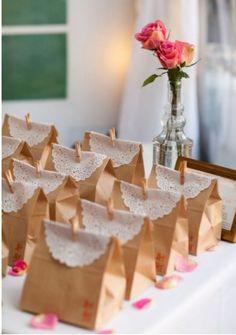 Tolle Geschenktüte für ein Gästegeschenk. Noch mehr Ideen gibt es auf www.Spaaz.de