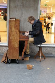 Piano player, Antwerp street musician