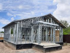 Portfolio of The Lightweight Steel Structures Factory - UnicRotarex®. Steel houses and industrial buildings done by our technology in the entire world. Cob Building, Building Systems, Building Design, Garage Studio, Steel Frame Construction, Steel House, Steel Structure, House Roof, Italy