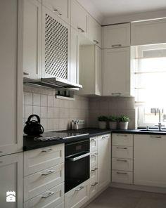 Biała prosta kuchnia
