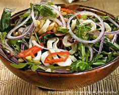 острый салат с кальмарами