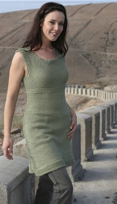 Den supernemme sommerkjole kan bruges alene eller med lange bukser under