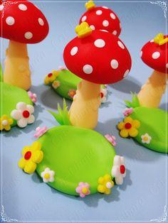 Porta docinho cogumelo  Medida aproximada: 6 cm de altura  PRODUTO ORIGINAL ATELIÊ MÃOS À ARTE - DOCES ENCANTOS