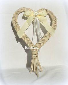 Srdiečko - rybia kosť / holubicaaa - SAShE.sk - Handmade Dekorácie Corn Dolly, Willow Weaving, Paper Basket, Hobbies And Crafts, Grapevine Wreath, Plant Hanger, Grape Vines, Paper Crafts, Handmade