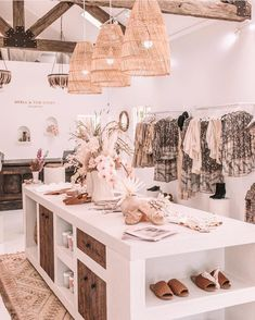 Clothing Boutique Interior, Clothing Store Design, Boutique Decor, A Boutique, Showroom Interior Design, Boutique Interior Design, Retail Interior, Interior Design Kitchen, Deco Depot