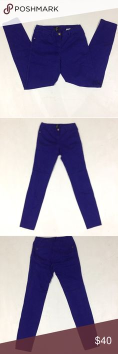"""H&M Blurple Skinny Jeans 27x28.                B10 Description: Blueish Purple skinny jeans. Defects: None Condition: Excellent  Waist: 27""""  Inseam: 28"""" Smoke free home with cats and dogs. H&M Jeans Skinny"""