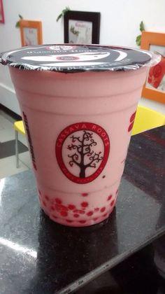 Irapuato Strawberry snou con popping bobba de fresa. Perfecto para este dominguito! #cassavarootsveracuz #fresa #snou