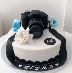 Torta macchina fotografica, mud cake al cioccolato fondente