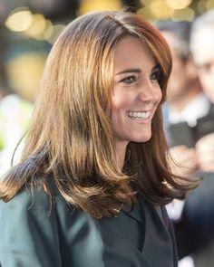 Kate Middleton Cut Her Hair Haircuts For Medium Length Hair, Medium Hair Styles, Short Hair Styles, Long Wavy Hair, Big Hair, Long Locks, Curly Hair, Cut Her Hair, Hair Cuts
