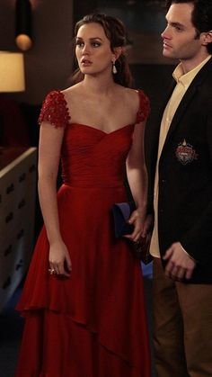 Good god that red gown. Too bad dan Humphrey had to block it.