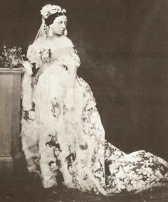 Queen Victoria's wedding dress was adorned with fresh orange blossoms and a wreath of the fragrant blooms adorned her head. A popular wedding  custom from the Victorian era was to save a sprig of myrtle or ivy from the bridal bouquet and plant it in the brides garden.  With proper tending, the ivy could then be used in bridal bouquets for generations to come.