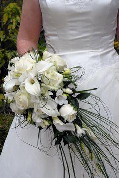 Bouquet de mariage Bride Bouquets, Floral Bouquets, Wedding Bride, Floral Wedding, Wedding Dress, Diy Bouquet Mariage, Amnesia Rose, White Bridal Dresses, Flower Studio