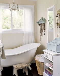 Sweet, lovely and feminine shabby chic bathrooms! A lovely painted clawfoot tub is a must! Add a ladder for some… Rustic Bathroom Decor, Rustic Bathrooms, Chic Bathrooms, Bathroom Design Inspiration, Modern Bathroom Design, Design Ideas, Feminine Bathroom, Bathroom Designs, Design Design
